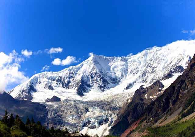 """中国最美的雪峰之—""""南迦巴瓦峰"""""""