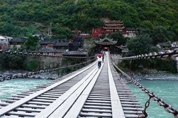 泸定桥1.jpg