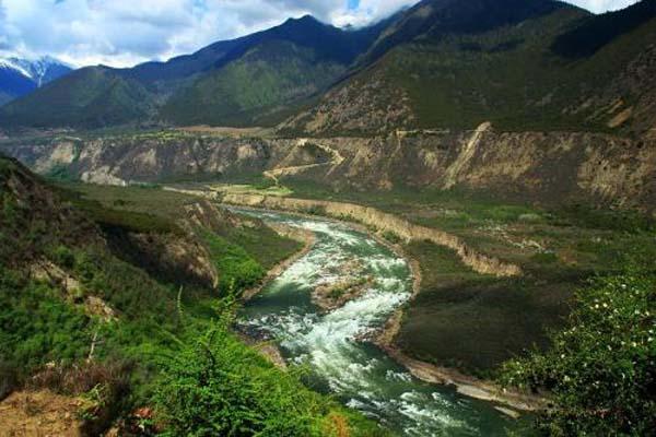 雅鲁藏布江大峡谷 (2).jpg