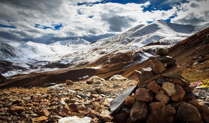 触摸米拉山口的皑皑白雪